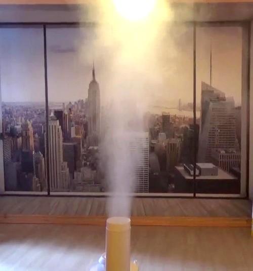 mgła na tle ściany w pomieszczeniu